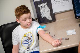 测定血液中电解质、酶、脂肪、蛋白质和葡萄糖(糖)的含量可以提供有关人体器官功能的信息。