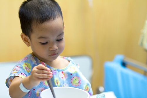 There are many reasons why children lose their appetite and have trouble eating during cancer.
